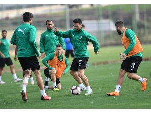 Bursaspor'da Umut Nayir sevinci