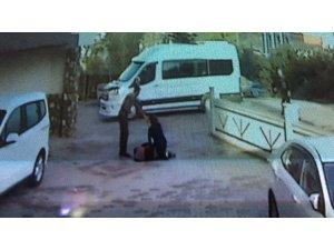 Okula giderken anne ve kızına sokak köpeği saldırdı