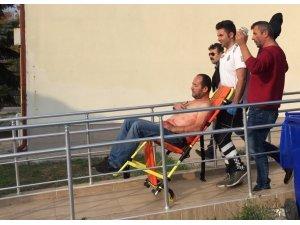 Bıçakla yaraladığı arkadaşını sağlık merkezine götürdü