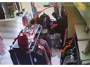 Yanlarında küçük çocuk bulunan çift hırsızlık yaptı