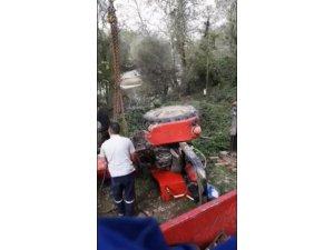 Sürücüsünün kontrolünden çıkan traktör Sakarya Nehri'ne devrildi: 1 ölü