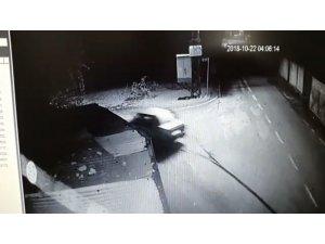 Metrelerce kabloyu arabasıyla sürükleyerek çaldı