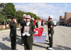 Vatani görevini yaparken hayatını kaybeden asker için tören
