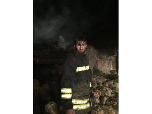 Şenkaya'da ahır yangınında 19 büyükbaş hayvan telef oldu