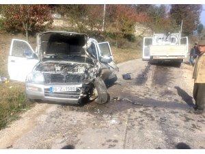 İki kamyonet çarpıştı: 4 yaralı