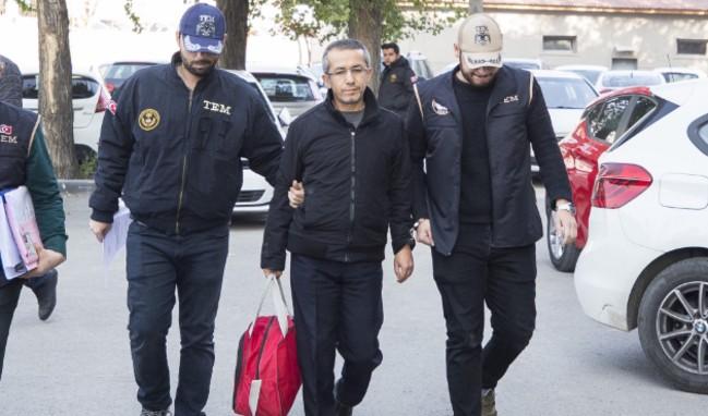 FETÖ'cü eski savcı Ferhat Sarıkaya tutuklandı!