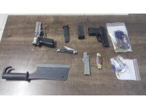 Polis, ticari takside ruhsatsız tabanca ele geçirdi