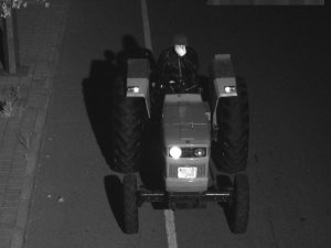 Polis traktör hırsızları için 38 saatlik kamera kaydı izledi