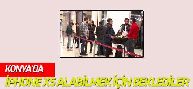Konya'da İphone Xs ve Xr Alabilmek İçin Saatlerce Beklediler