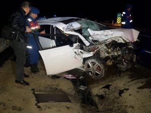 Otomobil tıra arkadan çarptı: 2 ölü, 1 yaralı