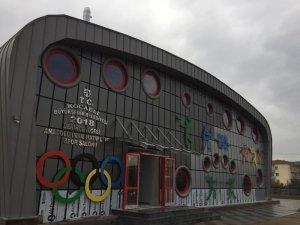 Bir okul daha spor salonuna kavuşuyor