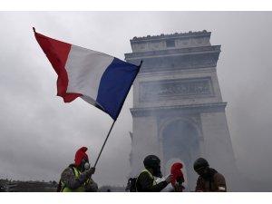 Sarı Yelekliler Paris sokaklarındaki eylemlerine devam ediyor