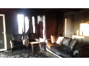 Koltuk üzerinde bırakılan elektrik sobası evi yakıyordu