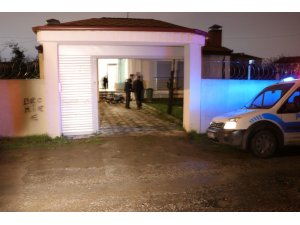 Hayatından endişe edilen şahıs, evin önüne gelen ekiplere ateş açtı
