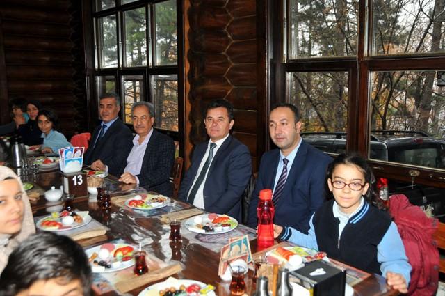 Başkan Akkaya, engellilerle kahvaltıda bir araya geldi
