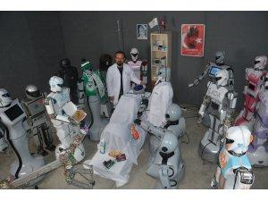 Sahneden düşerek parçalanan robot onarıldı