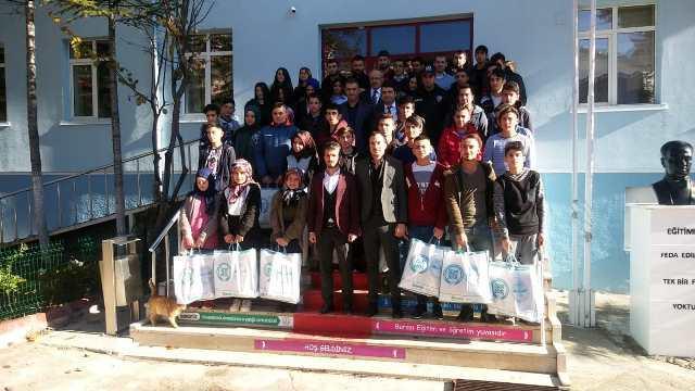 Derebucak'ta öğrencilere kışlık bot desteği