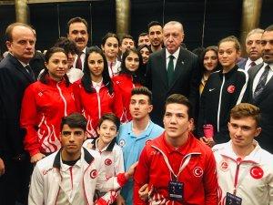 Cumhurbaşkanı Erdoğan  Milli sporcularla buluştu