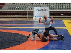 Bayanlar Türkiye Şampiyonası'nda ilk gün tamamlandı
