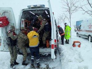 Malatya'da ambulans ile kamyonet çarpıştı: 4 yaralı