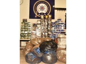 Bursa polisinden iş yerine baskın: kaçak sigara ve çay ele geçirildi