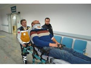 Aksaray'da un yüklü tır devrildi: 1 yaralı