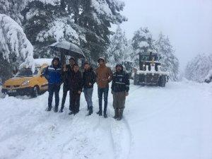 Alanya'da karda mahsur kalanları büyükşehir ekipleri kurtardı