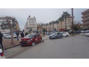 Sürücü adayı aracına otomobil çarptı: 1 yaralı