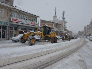 Karapınar'da kar temizleme çalışması