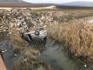 Kayıp zabıta memuru dereye devrilen araçta ölü bulundu