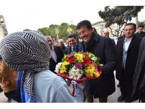 Nihat Zeybekçi, Kemalpaşa'da MHP yönetimi ile bir araya geldi