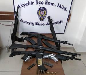 Polis operasyonunda çok sayıda silah yakalandı