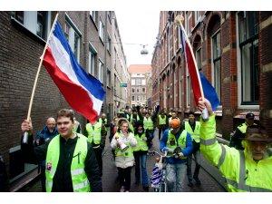 """Hollanda'da """"sarı yelekliler"""" hükümeti protesto etti"""