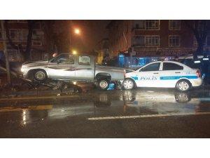 Başkent'te hırsız polis kovalamacası kaza ile bitti