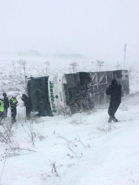 Karapınar'da yolcu otobüsü devrildi: 4 yaralı