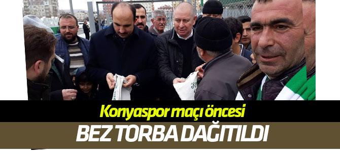 Konyaspor maçı öncesi bez torba dağıtıldı