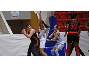 Bellona Kayseri Basketbol Adana'da kazandı