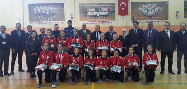 Konya şampiyonu olan filenin sultanları ödüllendirildi