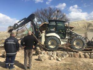 Kapadokya'da, peribacaları yakınındaki yapıların yıkımı sürüyor