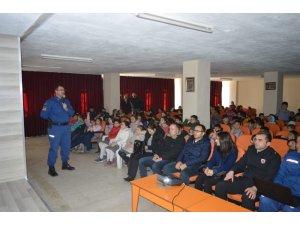 Jandarma'dan minik öğrencilere trafik semineri