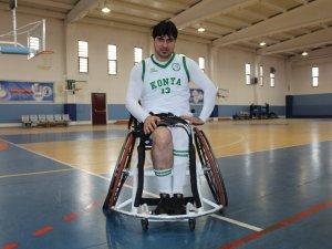 Bedensel engelliler basketbol oynayarak hayata tutunuyor