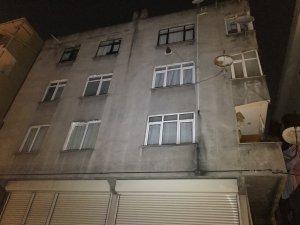 Gaziosmanpaşa'da çatlakların oluştuğu bina tahliye edildi