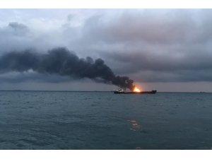 Kerç Boğazı'nda yanan gemiler 1 ay sonra söndürülebildi