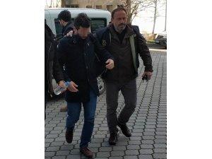 FETÖ'den gözaltına alınan araştırma görevlisi adliyede