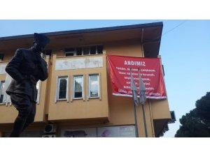 DP'li belediye başkanı ilçede 'Andımız' pankartları astırdı