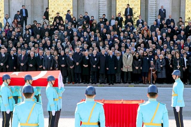 Eski Bakan Fikret Ünlü için TBMM'de cenaze töreni