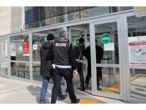 Elazığ'da silah kaçakçılığı operasyonu: 2 şüpheli adliyeye sevk edildi