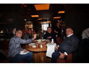 Beşiktaş teknik heyeti ve futbolculara Japon yemeği