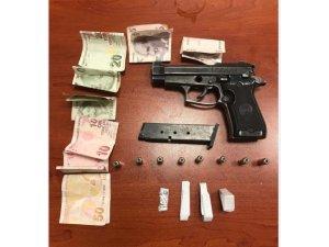 Okul çevresinde uyuşturucu satanlara operasyon
