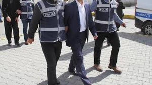 SÜ Tıp'taki doktora FETÖ'den yakalama kararı